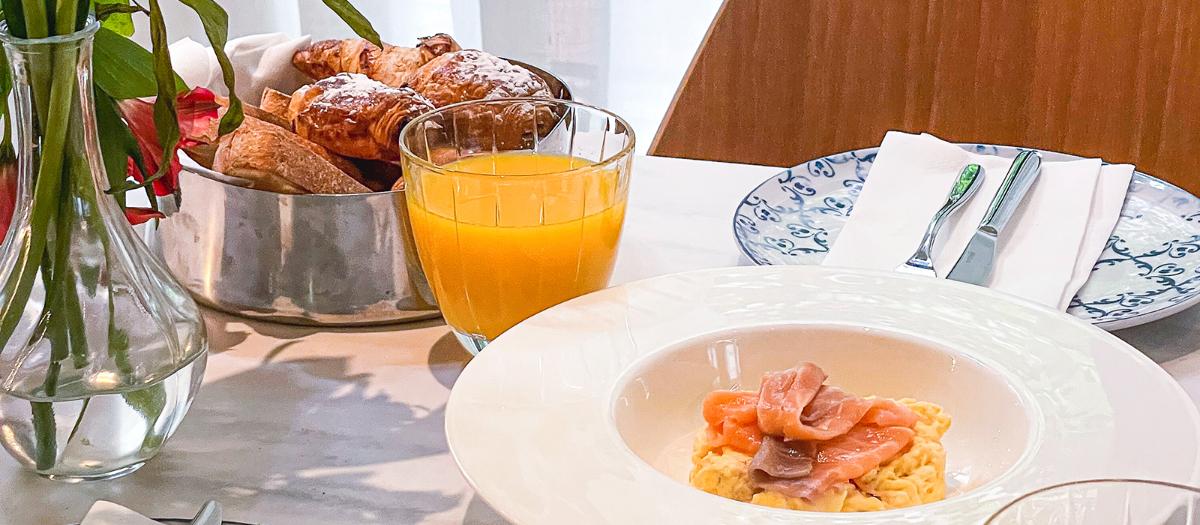 Servicio de desayuno en el Hotel EME Catedral Mercer