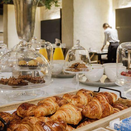 Buffet desayuno del EME Catedral Mercer Hotel