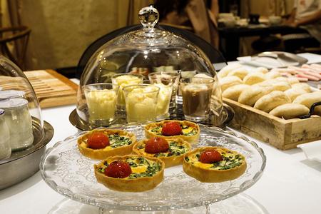 Buffet desayuno en el EME Catedral Mercer Hotel