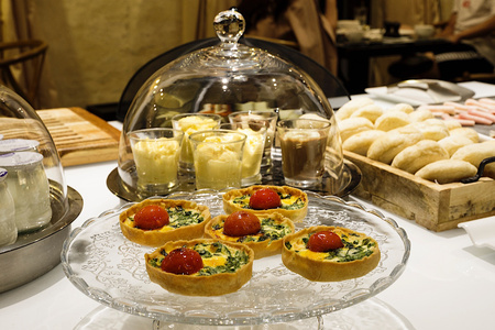 Petit-déjeuner buffet au EME Catedral Mercer Hotel